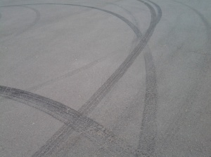 Hoon tyre marks